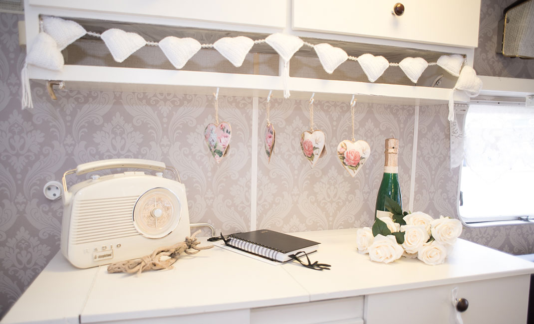 roberts radio, bunting, vintage wedding,
