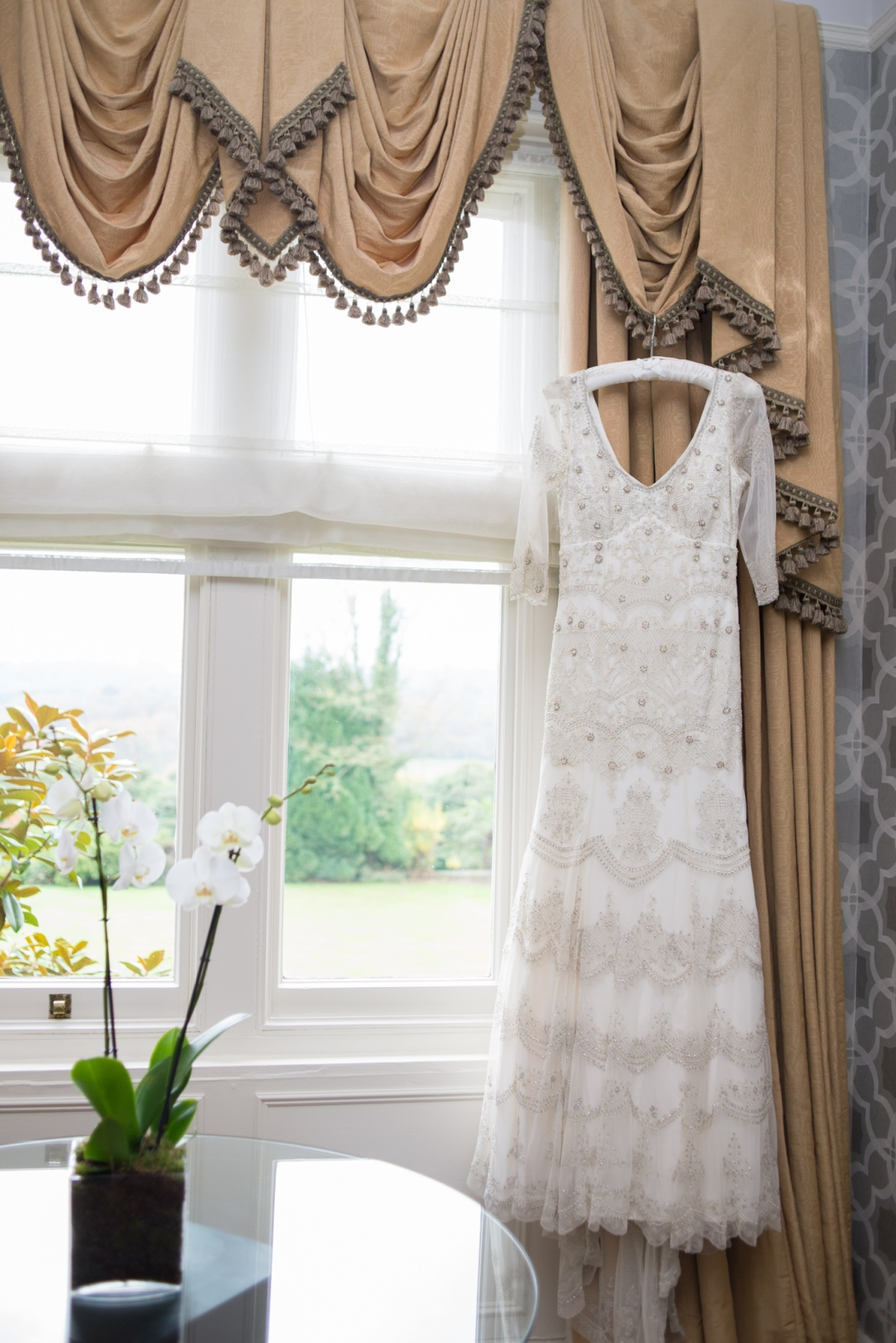 wedding dress, bridal suite, blue room