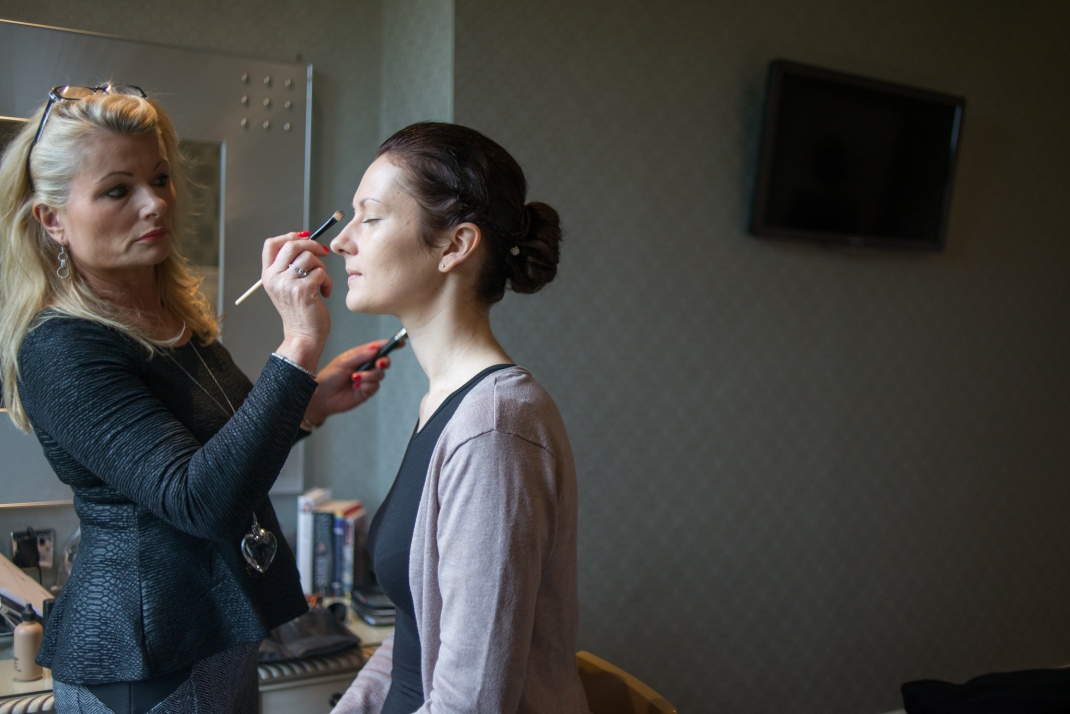 bride, getting ready, make-up, bridal prep